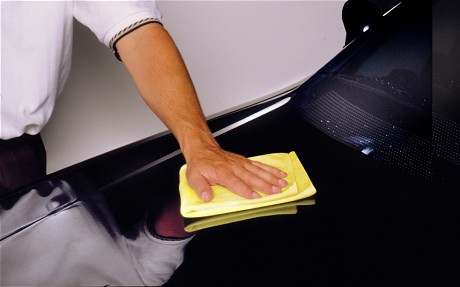 hand-polishing-a-car